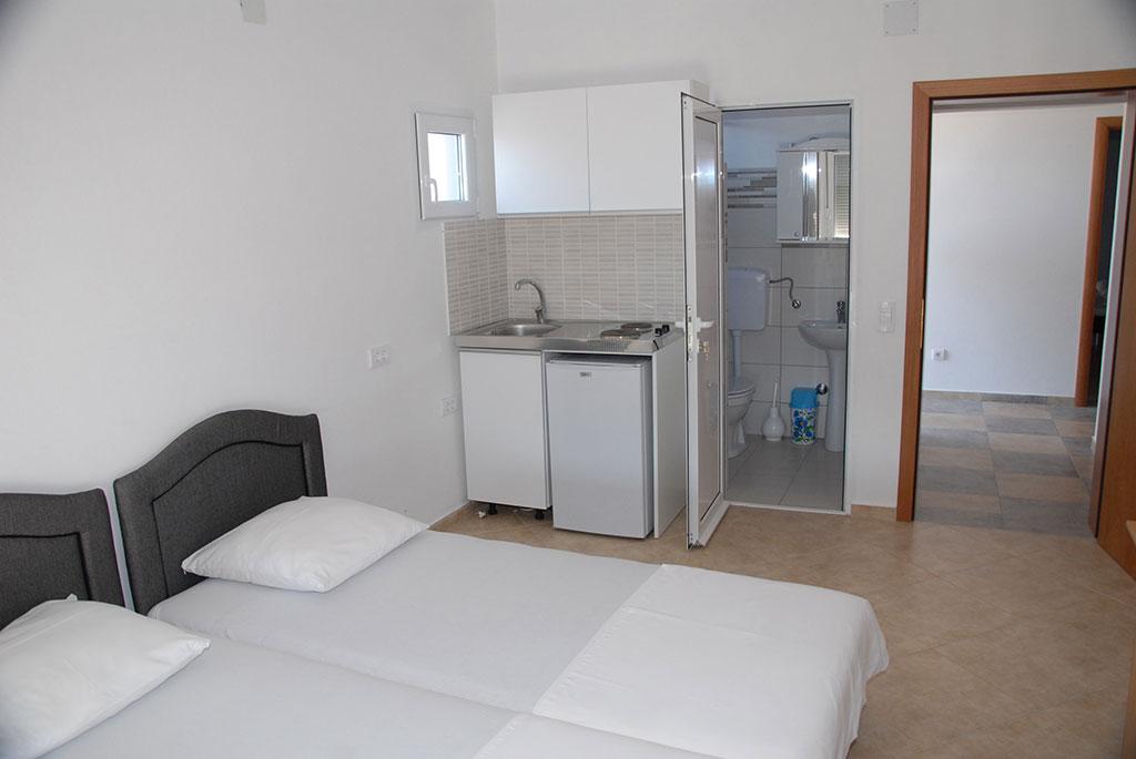 kleine zimmer villa meti. Black Bedroom Furniture Sets. Home Design Ideas